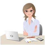 Junge Frau am Schreibtisch mit Exemplarplatz. Lizenzfreies Stockfoto