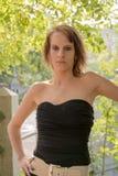 Junge Frau in schwarzer Ausstattung II Lizenzfreie Stockfotos