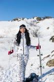 Junge Frau in Ski Gear Smiling an der Kamera Stockbild
