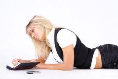 Junge Frau und Anmerkungen Lizenzfreie Stockfotografie