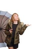 Junge Frau unter dem Regenschirm Lizenzfreie Stockbilder