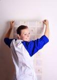 Junge Frau versucht ein Tapeten Stockbilder