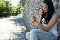 Junge Frau vor Datum Lizenzfreies Stockbild