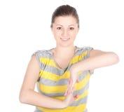 Junge Frau, welche die Eignungsübungen getrennt auf weißem Hintergrund tut Lizenzfreie Stockfotos