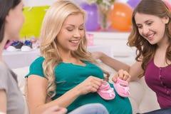 Junge Frauen auf Babyparty. Lizenzfreie Stockbilder