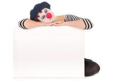 Junge Frauen-Clown-Gesichts-Holdinganschlagtafel Stockfotos