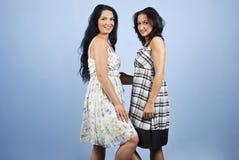 Junge Frauen der Schönheit im Kleid Lizenzfreie Stockfotografie