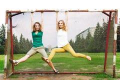 Junge Frauen, die Spaß haben Stockfoto