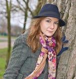 Junge Frauen in einem Park lizenzfreie stockfotos