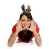 Junge Frauen-gestaltengesicht mit den Händen Lizenzfreie Stockfotografie