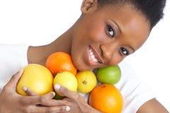 Junge Frauen-Holding-Zitrusfrucht im Studio Stockbilder
