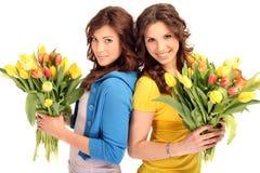 Junge Frauen mit Blumen Lizenzfreie Stockfotos