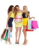 Junge Frauen mit Einkaufstaschen. lizenzfreies stockbild