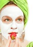 Junge Frauen mit Gesichtsmaske Lizenzfreies Stockfoto