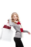Junge freundliche Frauenholding-Einkaufenbeutel Lizenzfreie Stockfotografie