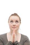 Junge fromme Frau, die zum Gott auf Weiß betet stockfoto