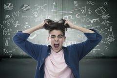 Junge frustriert ?ber Ausbildung stockfotos