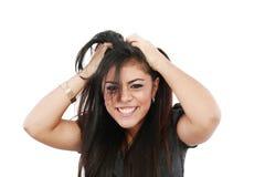 Junge frustrierte Frau, die Haar auszieht lizenzfreies stockfoto
