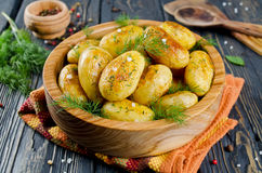 Junge gebratene Kartoffeln Lizenzfreie Stockbilder