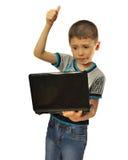 Junge genehmigt Laptop Stockfoto