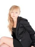 Junge Geschäftsfrau, die über weißem Hintergrund aufwirft Lizenzfreie Stockbilder