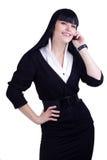 Junge Geschäftsfrau, die einen Telefon-Aufruf bildet Stockbilder