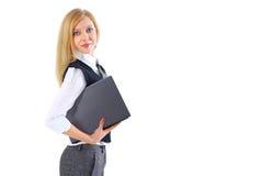 Junge Geschäftsfrau, die ihren Laptop verwendet Lizenzfreie Stockbilder