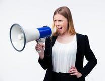 Junge Geschäftsfrau, die im Megaphon schreit Lizenzfreies Stockfoto