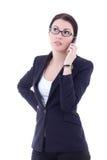 Junge Geschäftsfrau, die um den Handy lokalisiert auf Whit ersucht Lizenzfreie Stockbilder