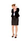 Junge Geschäftsfrau, die versucht, sich zu schützen Stockbilder