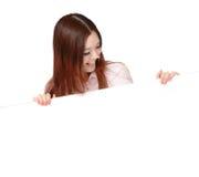 Junge Geschäftsfrau-glückliche Vertretungsleerzeichenanschlagtafel Stockfotos