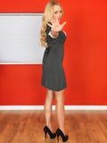 Junge Geschäftsfrau-Holding teilen herein Endlage aus Lizenzfreie Stockbilder