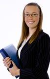 Junge Geschäftsfrau lächelt sicher an der Kamera Stockfotografie