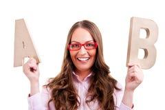 Junge Geschäftsfrau mit Buchstaben AB Stockfoto