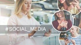 Junge Geschäftsfrau mit dem blonden Haar im hellrosa Hemd, das im Raum mit moderner Innen- und des Gebrauches digitaler Tablette  Stockbild