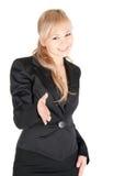 Junge Geschäftsfrau mit der ausdehnenden Hand zur Erschütterung über weißem Hintergrund Stockfotos