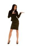 Junge Geschäftsfrau mit geöffneter Palme Lizenzfreies Stockfoto