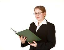 Junge Geschäftsfrau mit Hauptbuch Stockfotografie