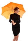 Junge Geschäftsfrauen mit Regenschirm Stockfotografie