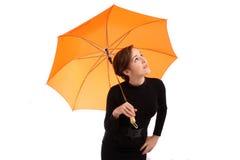 Junge Geschäftsfrauen mit Regenschirm Stockfoto