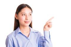 Junge Geschäftsfraustellung lokalisiert auf Weiß Lizenzfreies Stockfoto