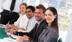Junge Geschäftsleute in einer Sitzung lizenzfreies stockbild