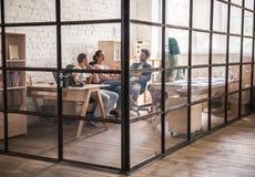 Junge Geschäftsteamfunktion lizenzfreie stockfotos