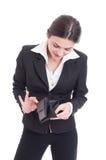 Junge Geschäftsfrau, die leere Geldbörse überprüft Stockfotos