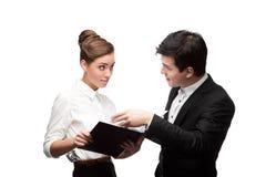 Junge Geschäftsleute, die Diskussion haben Stockbild