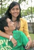 Junge glückliche asiatische Paare stockfotos