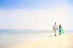 Junge glückliche asiatische Paare auf Flitterwochen Stockfotografie