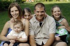 Junge glückliche Familie Stockbild