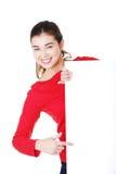 Junge glückliche Frau des Portraits mit unbelegtem Vorstand Lizenzfreies Stockfoto