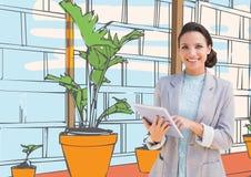 junge glückliche Geschäftsfrau im Büro zeichnet mit Tablette Weiße Farben Lizenzfreies Stockfoto